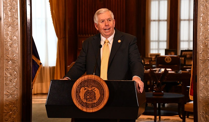 Los esfuerzos de los habitantes de Missouri para combatir la pandemia de COVID-19 continúan dando dividendos, dijo el gobernador Mike Parson durante su actualización semanal el jueves.