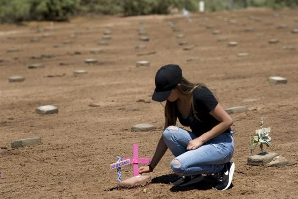A cemetery in the desert of California's Imperial Valley holds the remains of hundreds of immigrants who died in their attempt to achieve the American dream, many of whom have never been identified. EFE/DAVID MAUNG